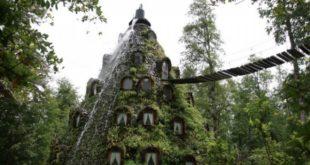 Этот отель, утопающий в зелени, - ещё и фонтан