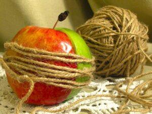 Половинки яблока